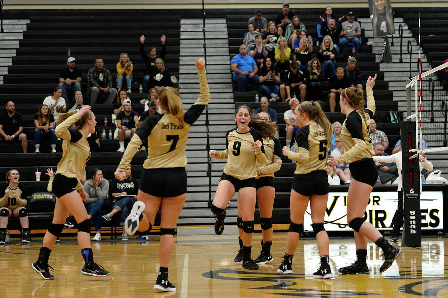 Vidor players celebrate a point against Nederland on Tuesday evening.   Photo taken Tuesday 10/9/18  Ryan Pelham/The Enterprise Photo: Ryan Pelham, The Enterprise / ©2018 The Beaumont Enterprise