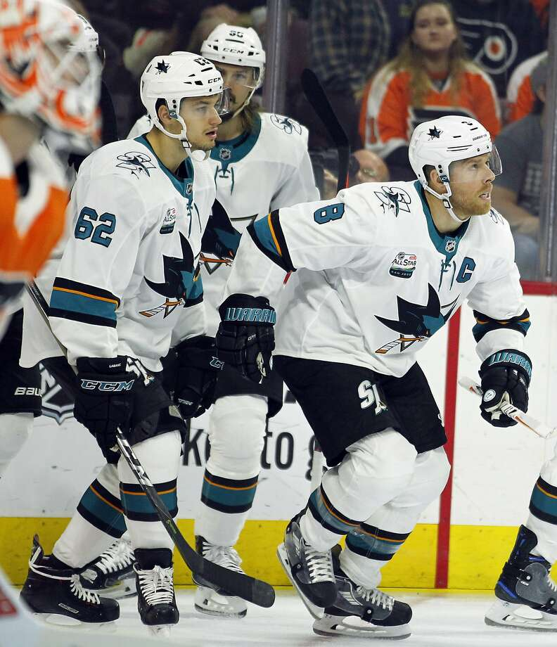 The Sharks' Joe Pavelski (right) looks up to watch the replay of his goal, one of two he racked up in the first period, when Evander Kane also scored twice. Photo: Tom Mihalek / Associated Press