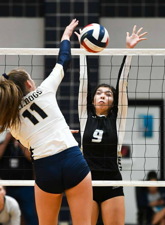 United South High School Ashley Monez goes up to block Alexander High School Kayra Guajardo's shot on Tuesday, Oct. 9, 2018, during a game at Alexander High School. Photo: Danny Zaragoza, Staff Photographer / Laredo Morning Times