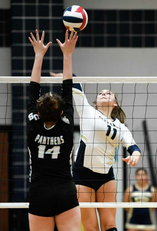 Kayra Guajardo and Alexander scrimmaged Saturday on the road against San Antonio Reagan, Brennan and Veterans Memorial while Ariana Guerra and United South faced Brackenridge, Somerset and Southwest Legacy. Photo: Danny Zaragoza /Laredo Morning Times File