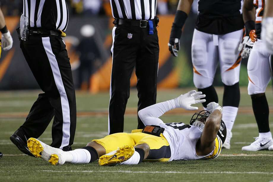 Pittsburgh Steelers inside linebacker Ryan Shazier lies on the field after an apparent injury in the first half of an NFL football game against the Cincinnati Bengals, Monday, Dec. 4, 2017, in Cincinnati. (AP Photo/Frank Victores) Photo: Frank Victores / Associated Press 2017