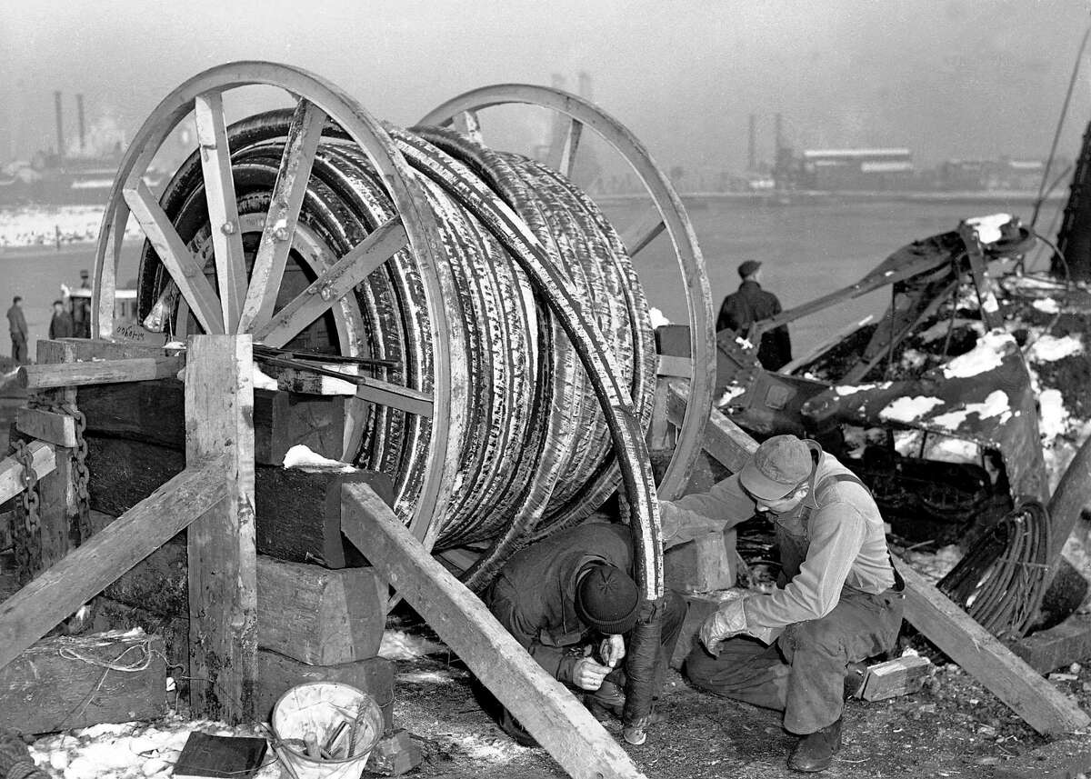 Cable laying in the Quinnipiac River, from the Southern New England Telephone Company Records, Archives & Special Collections, University of Connecticut Library, Storrs.