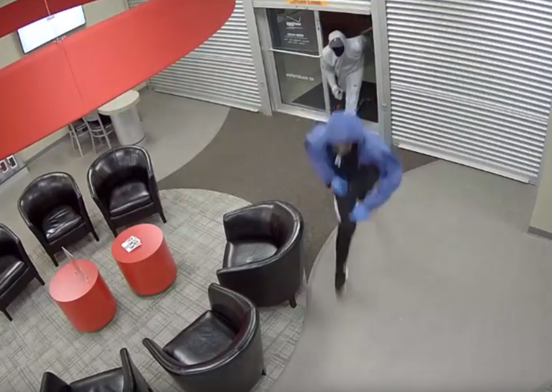 Watch: Suspects brutally beat employee during robbery attempt
