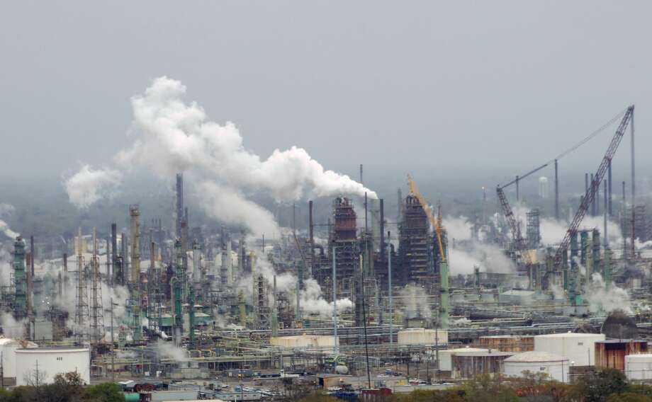 Exxon Mobil is growing its petrochemical complex in Baton Rouge as part of $20 billion worth of investments its making at refineries and plants along the Gulf Coast. Photo: Wikicommons