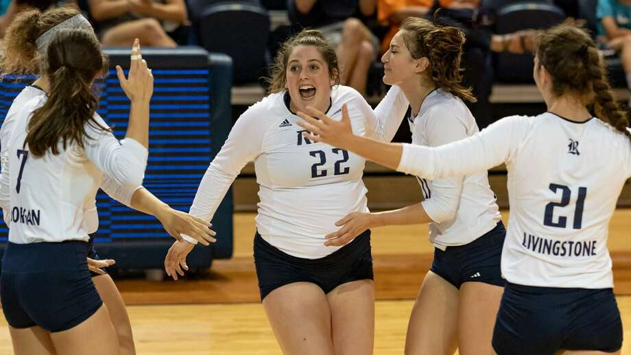Rice freshman Carly Graham, a 2018 Oak Ridge High School alumna, celebrates with teammates. Photo: Rice Sports Information