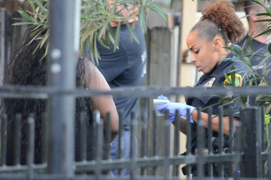 Authorities investigate a fatal shooting at an apartment complex in the 6200 block ofWestward insouthwest Houston. Photo: Jay R. Jordan