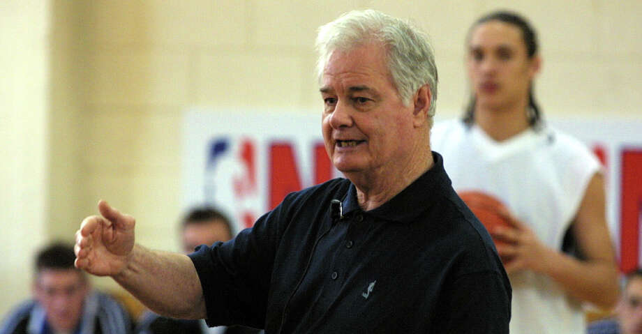 AUCKLAND, NEW ZEALAND - AUGUST 01:  Tex Winter ex NBA coach at a basketball training camp for New Zealand players at Youth town, Wednesday.  (Photo by Michael Bradley/Getty Images) Photo: Michael Bradley/Getty Images / 2001 Getty Images