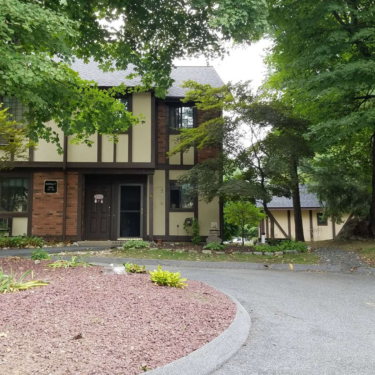 ADDRESS: 25 Canterbury Court, Brookfield, CT 06804 PUBLIC AUCTION: November 3, 2018 FORECLOSURE SALE: Residential Find out more