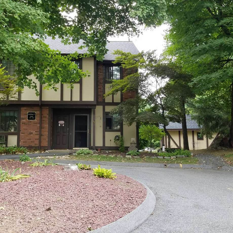 ADDRESS: 25 Canterbury Court, Brookfield, CT 06804
