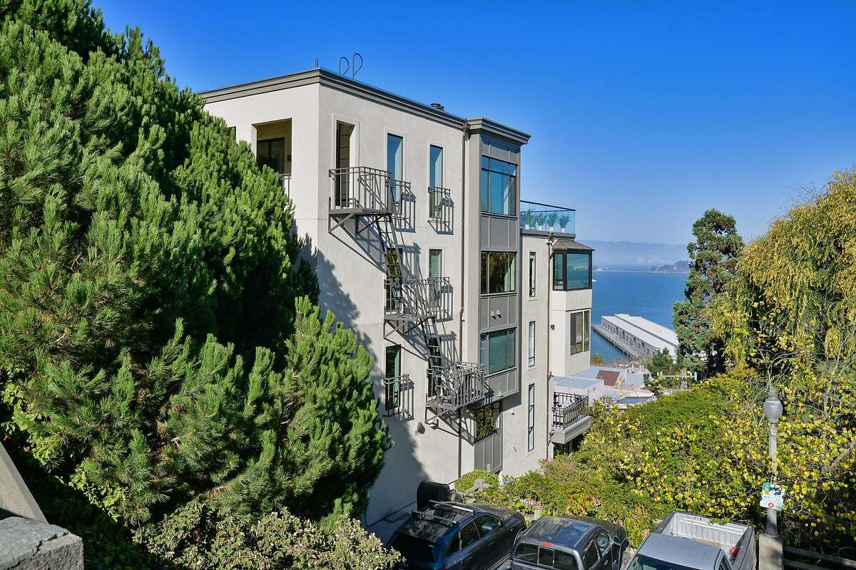 1400-1404 Montgomery St. in Telegraph Hill is a six-bedroom built in 1984 that stands five stories tall.