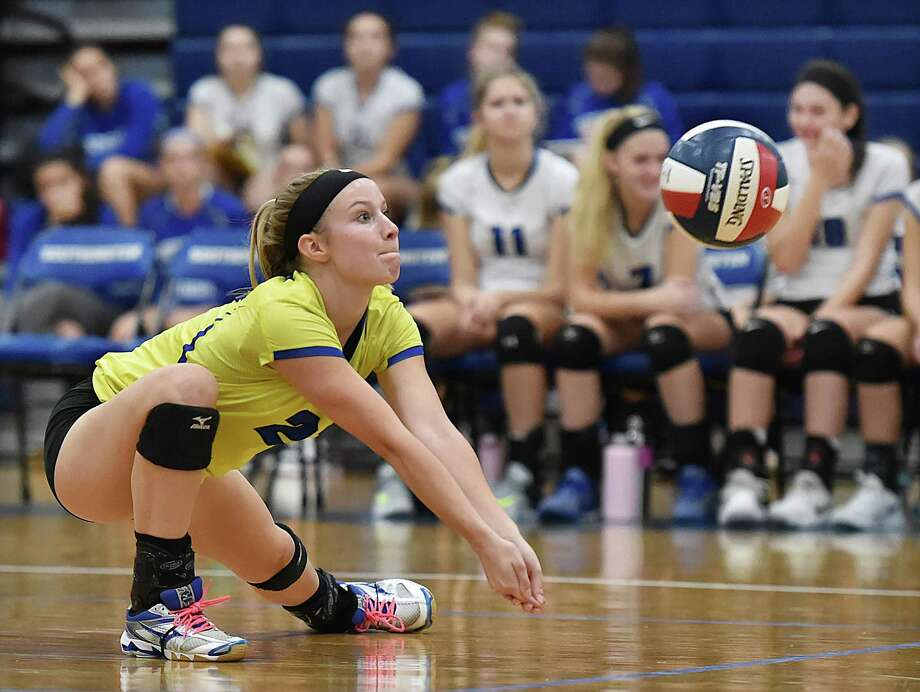 Southington libero Lynsey Danko stretches for a dig against Simsbury Thursday, October 11, 2018 at the gymnasium at Southington High School. Southington won, 3-0 (25-17, 25-17, 25-17). Photo: Catherine Avalone / Hearst Connecticut Media / New Haven Register
