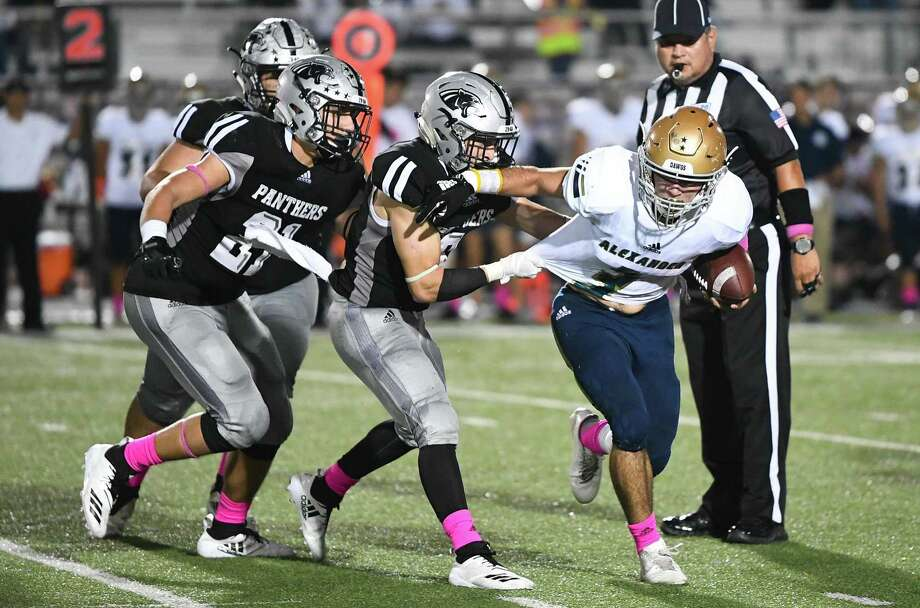 Bryan Avalos and United South held Eagle Pass to 11 first downs and 228 total yards Friday in a 27-10 loss on the road. Photo: Danny Zaragoza /Laredo Morning Times File