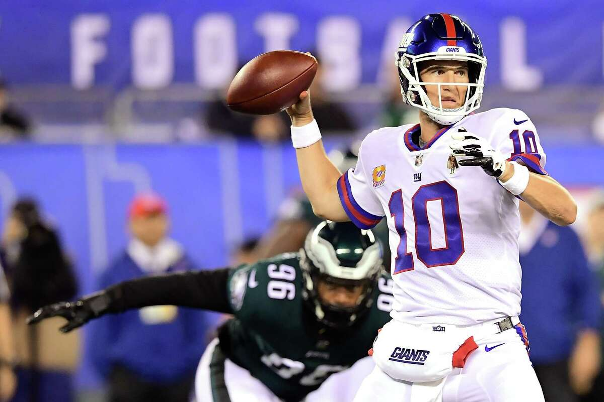 EAST RUTHERFORD, NJ - OCTOBER 11: Eli Manning #10 of the New York Giants drops back to make a pass against the Philadelphia Eagles at MetLife Stadium on October 11, 2018 in East Rutherford, New Jersey. (Photo by Steven Ryan/Getty Images)
