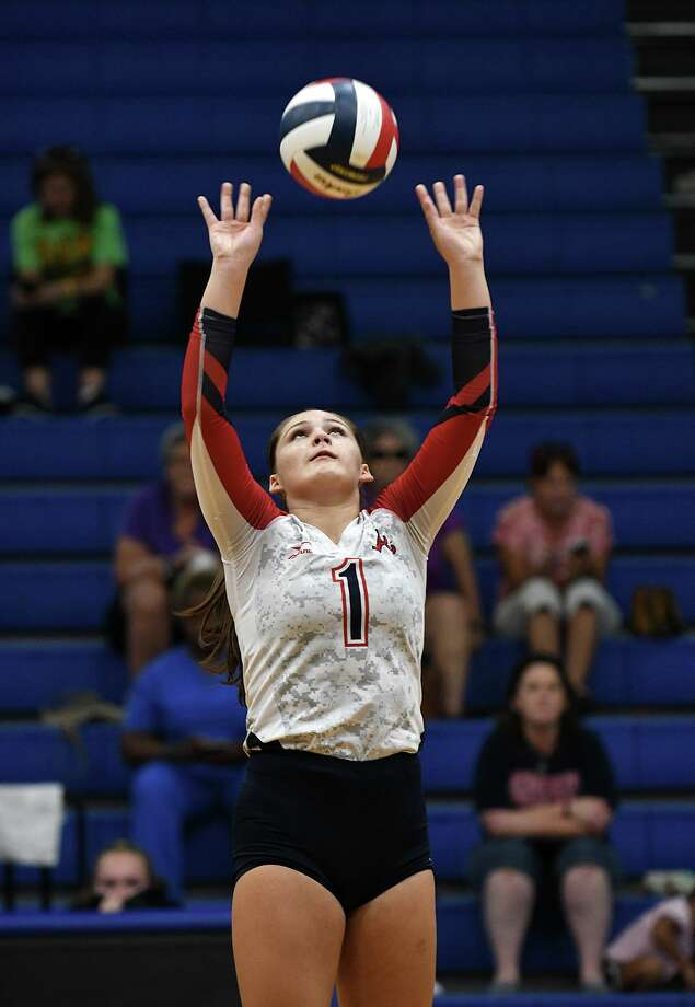 Atascocita sophomore setter Trinity Funderburk makes a play against College Station during their pool play matchup in the 2018 BSN Clear Creek ISD Varsity Volleyball Tournament at Clear Springs High School on August 30, 2018. Photo: Jerry Baker, Houston Chronicle / Contributor / Houston Chronicle