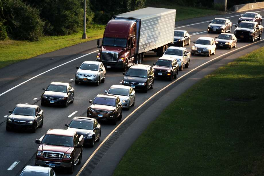 Heavy rush hour commuter traffic on I-84, in Newtown, Conn. Aug. 28, 2014. Photo: Ned Gerard / Ned Gerard / Connecticut Post