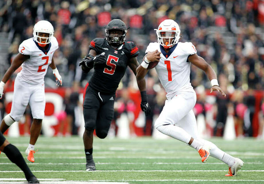Illinois quarterback AJ Bush Jr. runs with the ball as Rutgers linebacker Trevor Morris (5) gives chase during last Saturday's Big Ten game in Piscataway, N.J. Illinois won 38-17. Photo: AP Photo