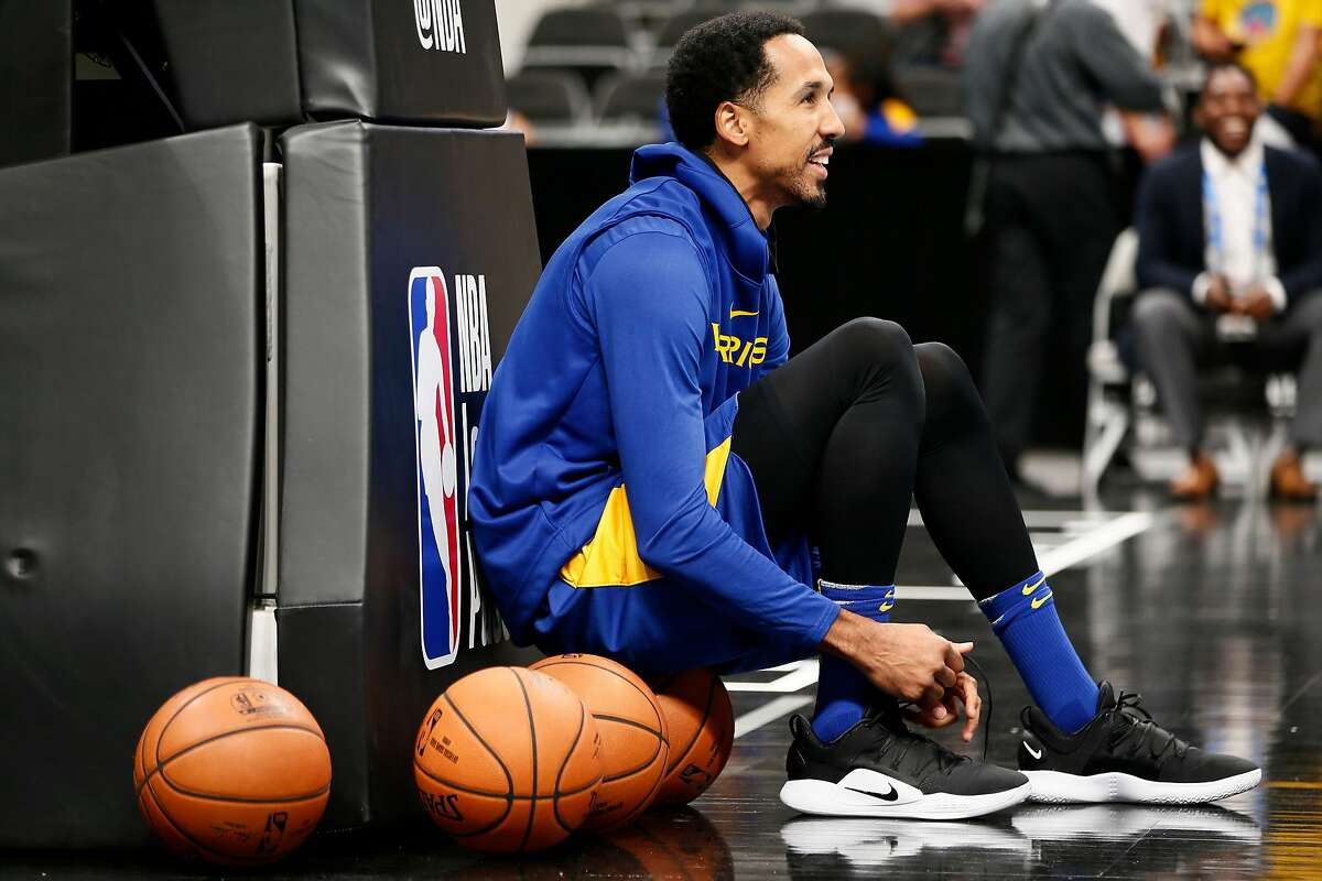 Golden State Warriors guard Shaun Livingston (34) on the court for warm up before an NBA preseason game against the Los Angeles Lakers at SAP Center on Friday, Oct. 12, 2018, in San Jose, Calif.