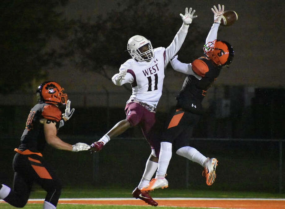 Edwardsville cornerback Jalen Cooper, right, deflects a pass away from Belleville West wide receiver Dominic Lovett during the fourth quarter on Friday inside the District 7 Sports Complex. Photo: Matthew Kamp/Intelligencer