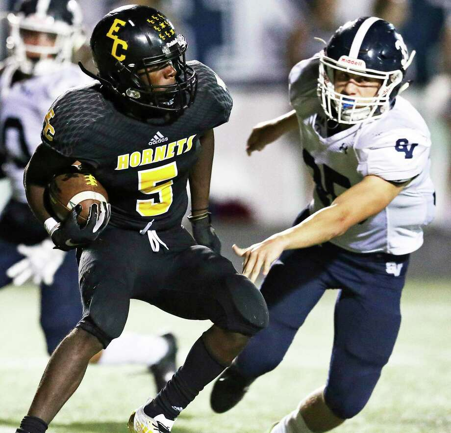 Hornet running back Michael Stephens turns upfield with linebacker Tom Zeug closing in as East Central hosts Smithson Valley on October 12, 2018. Photo: Tom Reel, Staff / Staff Photographer / 2017 SAN ANTONIO EXPRESS-NEWS