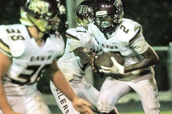 EA-WR's Reggie Newtall (2) had 177 yards rushing Friday in the Oilers' 48-28 Prairie State Conference title-clinching win oat Nokomis.