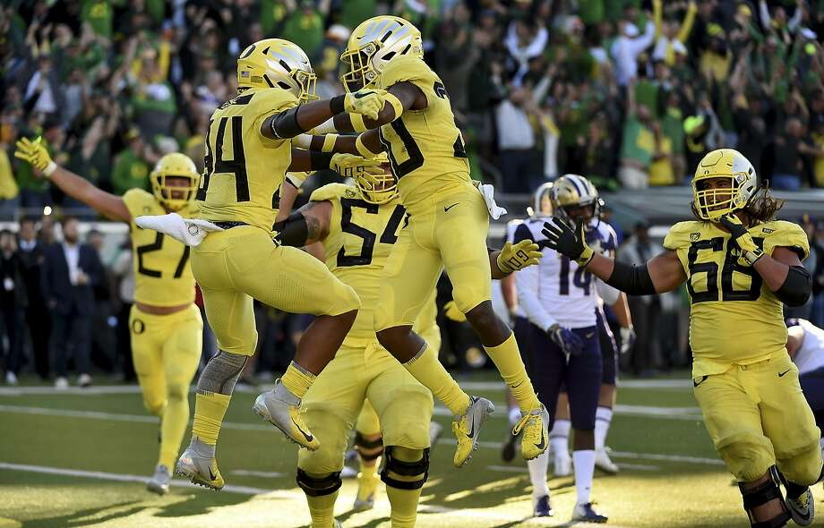 Oregon's C.J. Verdell celebrates with teammates after scoring the winning touchdown in overtime. Photo: Steve Dykes / Getty Images