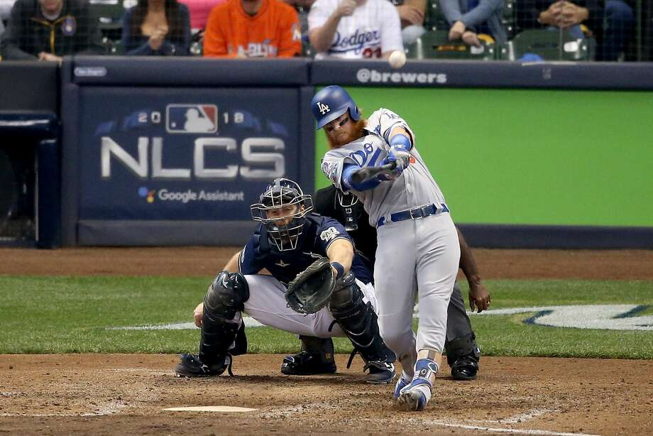 Justin Turner's two-run home run off Brewers reliever Jeremy Jeffress gave the Dodgers the lead, and eventually the win that tied tghe series. Photo: Dylan Buell / Getty Images
