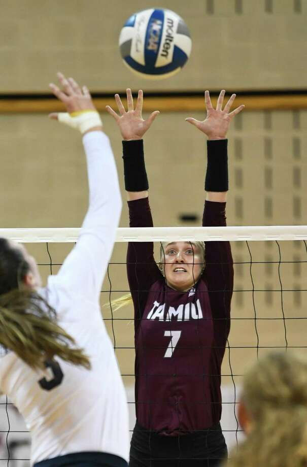 TAMIU Annie Deininger plays the net during a game against St. Edwards University on Saturday, Oct. 13, 2018, at TAMIU. Photo: Danny Zaragoza / Laredo Morning Times
