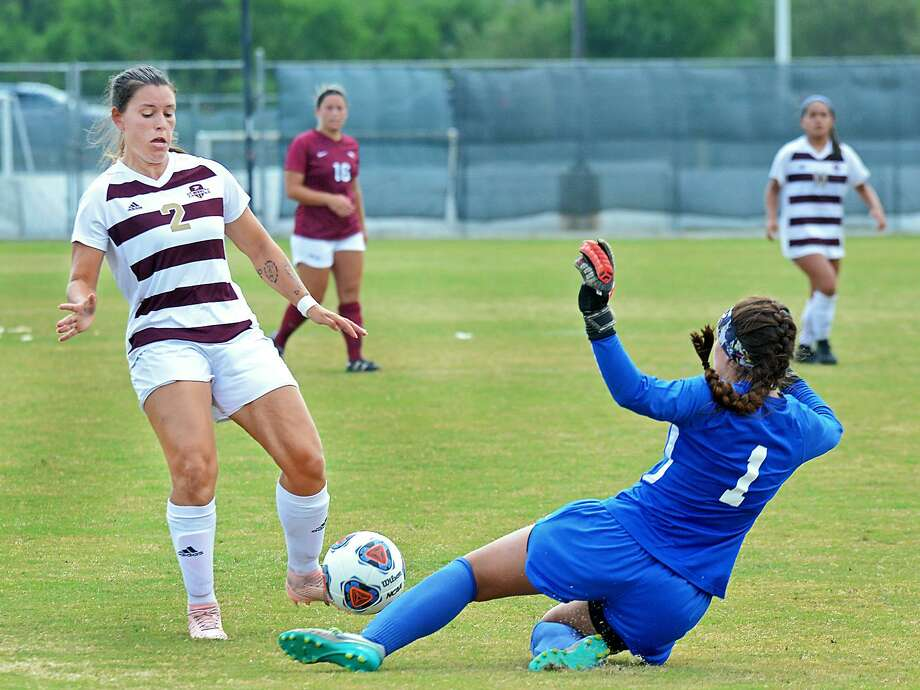 Oklahoma Christian University's goalie Addison Milner slides under the ball as Forward Cio Bargallo scores for the TAMIU Lady Dustdevils Saturday, October 13, 2018 at the TAMIU Soccer Field. TAMIU lost the game 2-1. Photo: Cuate Santos /Laredo Morning Times / Laredo Morning Times