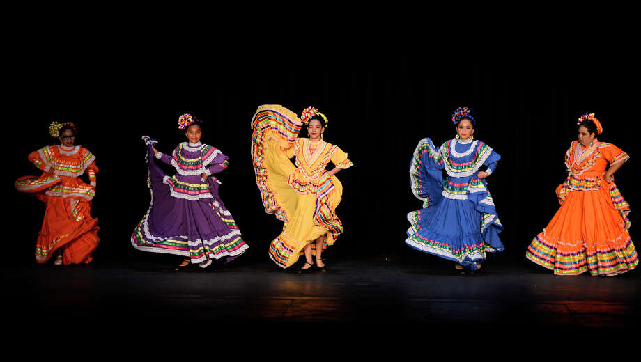 Ballet folklorico dancers perform during a hispanic heritage celebration sponsored by CASA of West Texas and the Midland Hispanic Chamber of Commerce Oct. 13, 2018, at the Yucca Theater. James Durbin/Reporter-Telegram Photo: James Durbin / ? 2018 Midland Reporter-Telegram. All Rights Reserved.