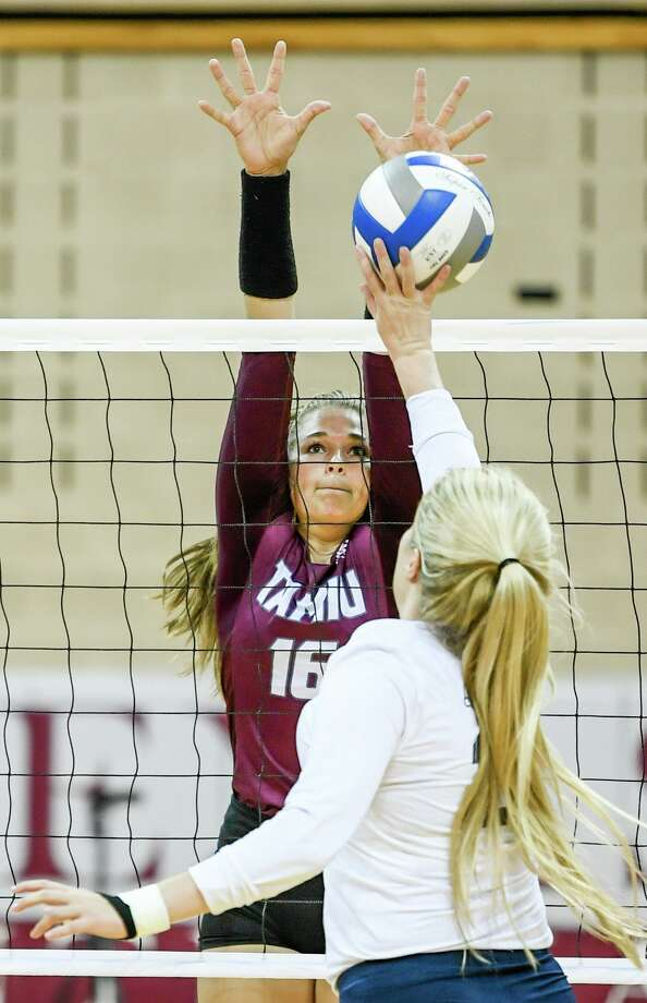 Mackenzie Catalina and TAMIU had an 0-2 start to the Skyhawks Tournament falling 3-0 to West Texas A&M and 3-1 to tournament host Fort Lewis. Photo: Danny Zaragoza /Laredo Morning Times File