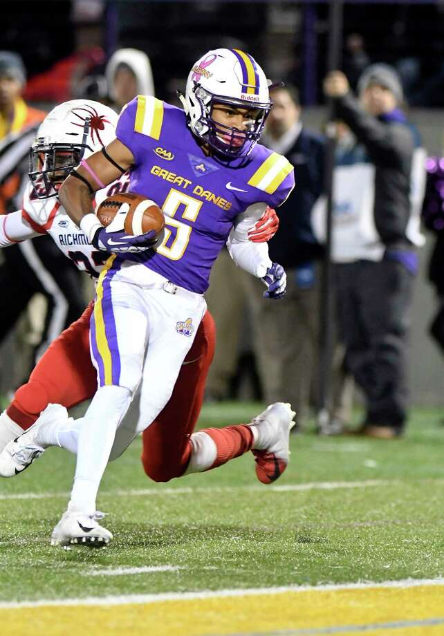 University at Albany wide receiver Dev Holmes (5) runs for a touchdown in front of Richmonds Ben Maffe (13) during the first half of an NCAA college football game Saturday, Oct. 13, 2018, in Albany, N.Y. (Hans Pennink / Special to the Times Union) Photo: Hans Pennink / Hans Pennink
