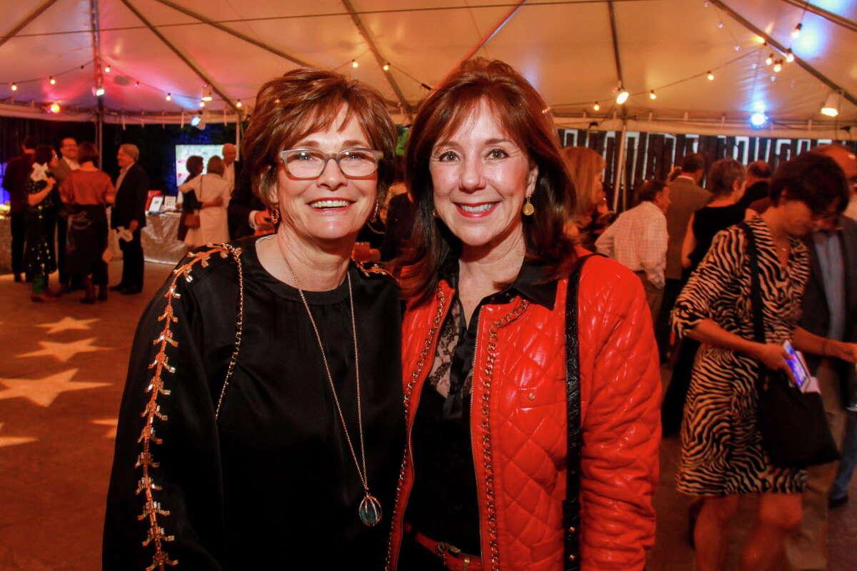 Bobbi Nau, left, and Elizabeth Stein at the Houston Zoo Conservation Gala.
