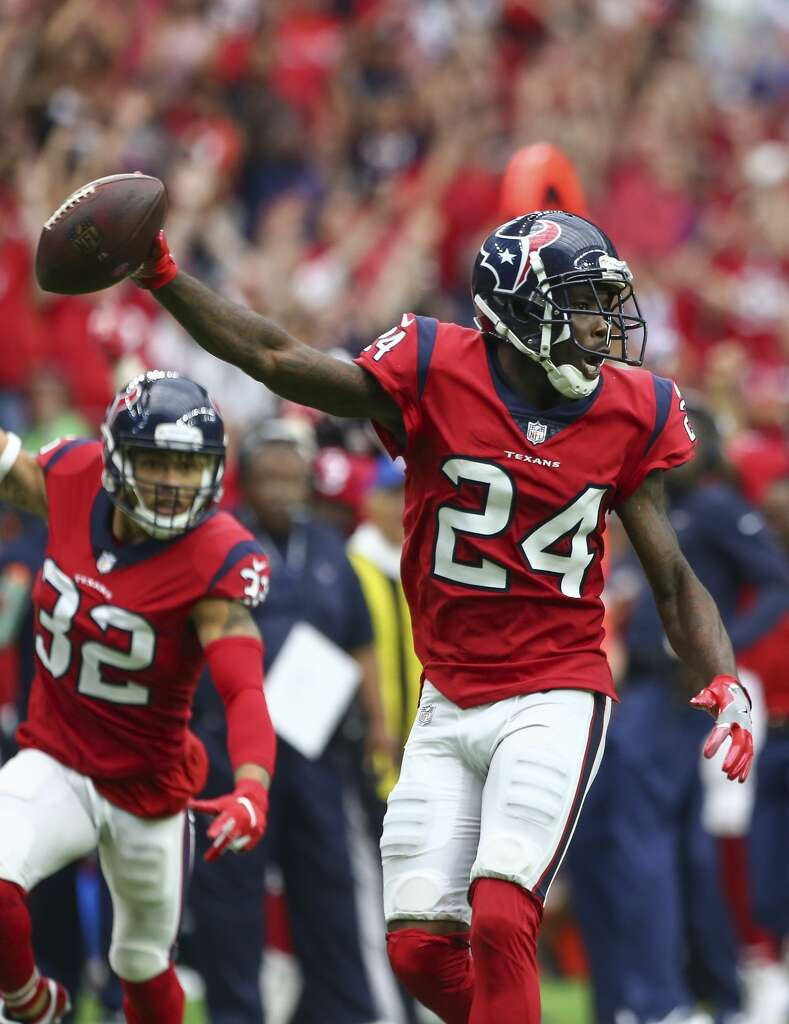 Houston Texans cornerback Johnathan Joseph (24) returns an interception for the winning touchdown during the fourth quarter of an NFL game against the Buffalo Bills at NRG Stadium Sunday, Oct. 14, 2018, in Houston. The Texans won 20-13. Photo: Godofredo A. Vasquez/Staff Photographer