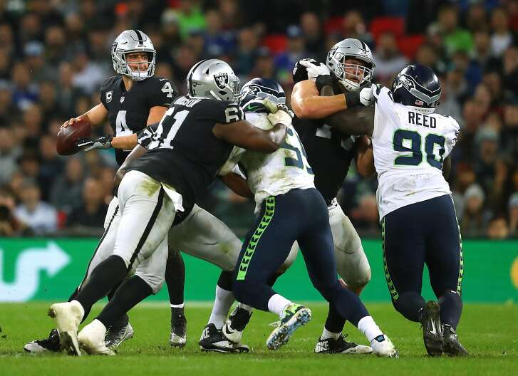 LONDON, ENGLAND - OCTOBER 14:  Derek Carr of the Oakland Raiders in action during the NFL International Series game between Seattle Seahawks and Oakland Raiders at Wembley Stadium on October 14, 2018 in London, England.  (Photo by Warren Little/Getty Images)