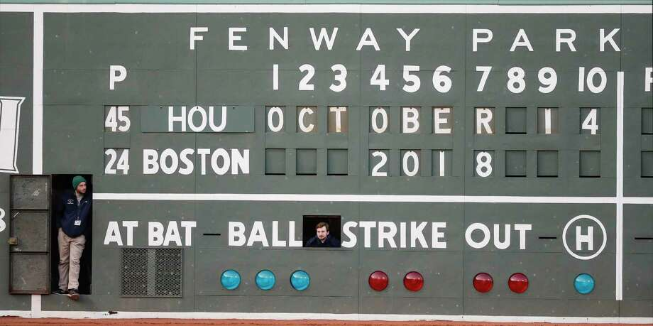 PHOTOS: A look at the Astros' Game 3 loss Tuesday night
