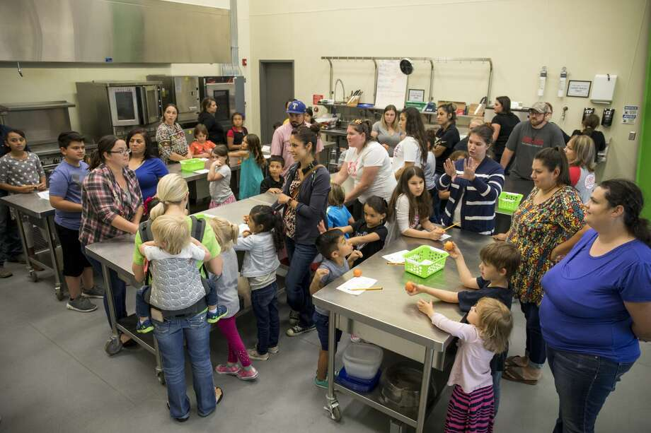West Texas Food Bank hosts Kids in the Kitchen with the Junior League of Odessa on Tuesday night. Photo: Jacy Lewis/191 News