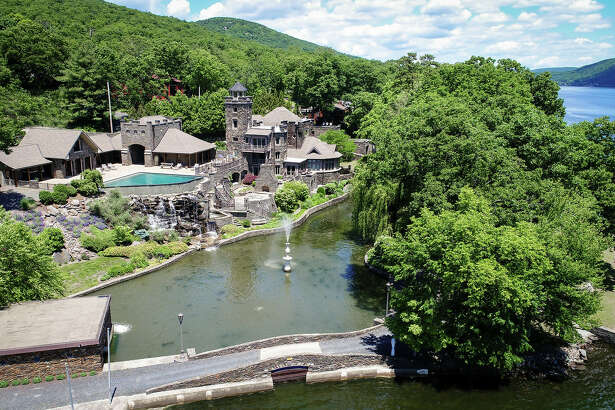 Fifteen years after buying a lakeside castle with family history, former Yankees great Derek Jeter is selling the Greenwood Lake, N.Y., property for $14.75 million.
