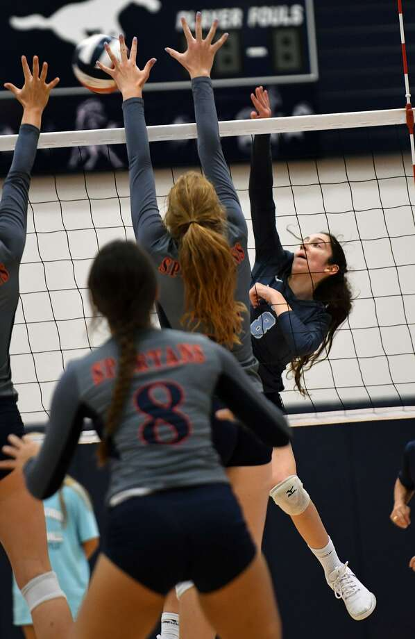 Kingwood senior outside hitter Peyton Shamp (8) makes a play against Seven Lakes sophomore outside hitter Ally Batenhorst during their match at Kingwood High School on August 18, 2018. Photo: Jerry Baker, Houston Chronicle / Contributor / Houston Chronicle