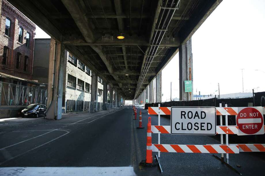 The Alaskan Way Viaduct is scheduled to close on Jan. 11, with the new tunnel set to open about three weeks later. Once the tunnel opens, crews will begin the six-month process of demolishing the old elevated highway. Photo: GENNA MARTIN, SEATTLEPI.COM / SEATTLEPI.COM