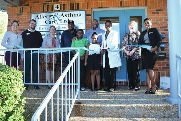 Members of the Edwardsville/Glen Carbon Chamber of Commerce joined the staff at Transformative Healthcare on October 11, 2018 for a ribbon cutting ceremony. Dr. Alisha White is featured along with family and chamber ambassadors. Transformative Healthcare is located at 4 Country Club Executive Park in Glen Carbon.