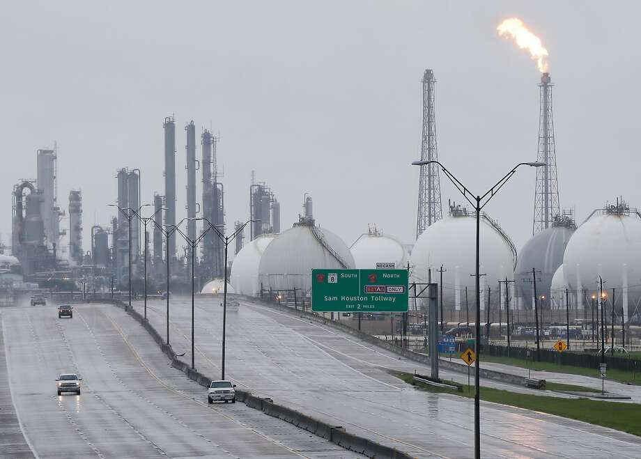 A flares at Shell is shown along with other complexes along 146 Tuesday, August 29, 2017 in Deer Park. Several plants shut down due to Hurricane Harvey. ( Melissa Phillip / Houston Chronicle) Photo: Melissa Phillip