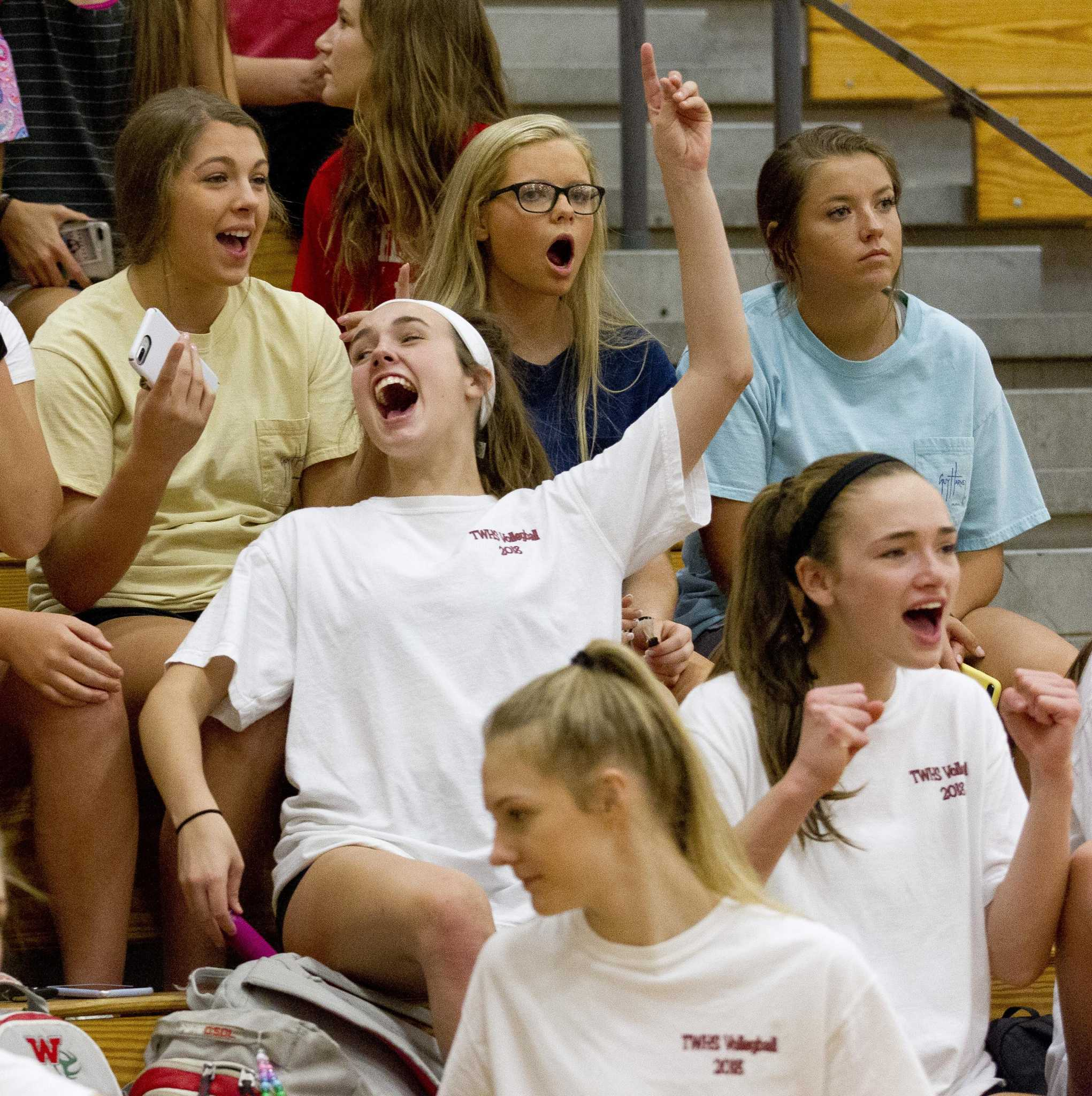 Fans gear up to cheer on Lady Highlanders volleyball team in playoffs