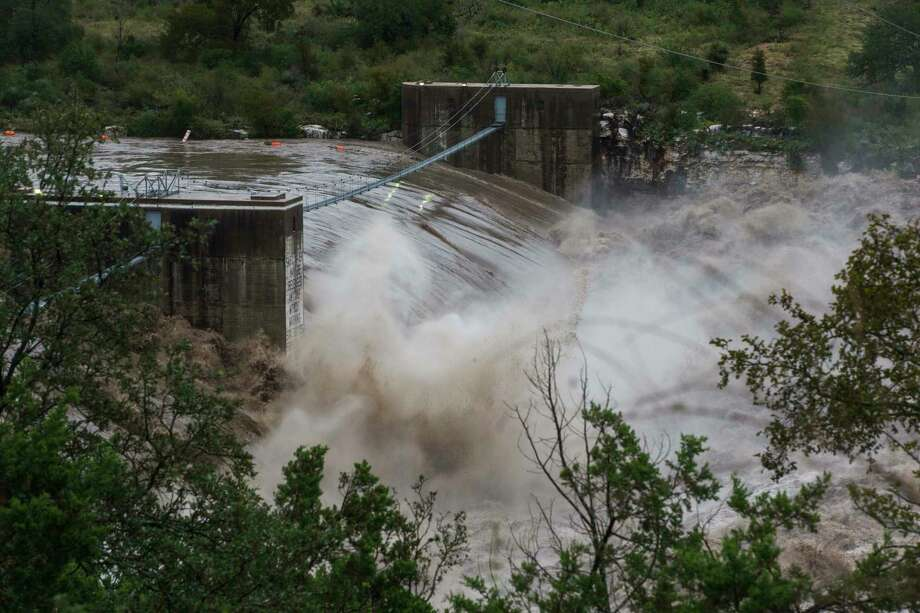 Water pours over the Max Starcke Dam as waters continue to rise on Tuesday Oct. 16, 2018, in Marble Falls, TX.   [Amanda Voisard/AMERICAN-STATESMAN] Photo: Amanda Voisard, [Amanda Voisard/AMERICAN-STATESM / [Amanda Voisard/AMERICAN-STATESM