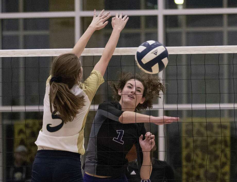 Makayla Bane of Willis (1) gets the ball past Alexis Mack of Lake Creek (5) during a District 20-5a match Tuesday, Oct. 16, 2018 in Lake Creek. Photo: Cody Bahn, Houston Chronicle / Staff Photographer / © 2018 Houston Chronicle
