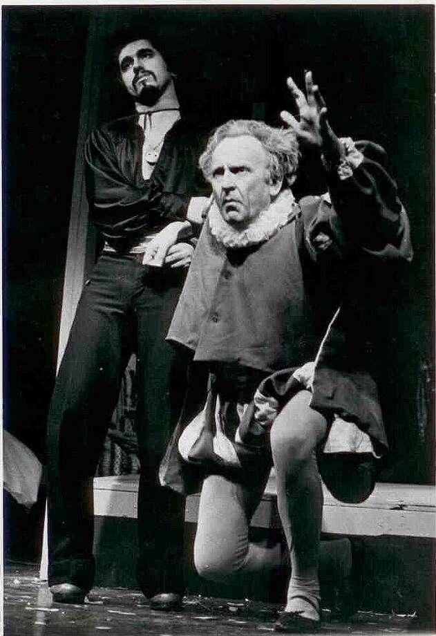 """Stanley Alan Keilson, junto con Hortense Offerle, revivieron al Laredo Little Theater. Dirigió y actuó en varias obras, incluyendo """"My Fair Lady"""", la primera que se realizó en el Centro Cívico de Laredo. Photo: Foto De Cortesía"""