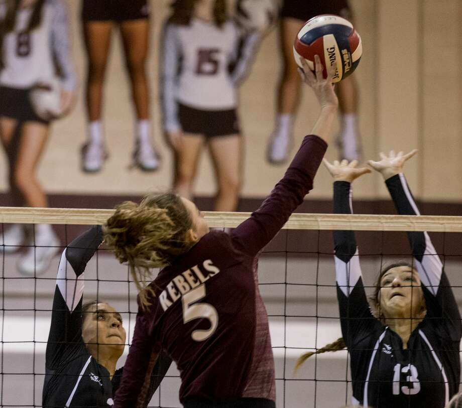 Noemi Marquez (3) and Hanna Hetherington (13) block a hit. Photo: Jacy Lewis/191 News