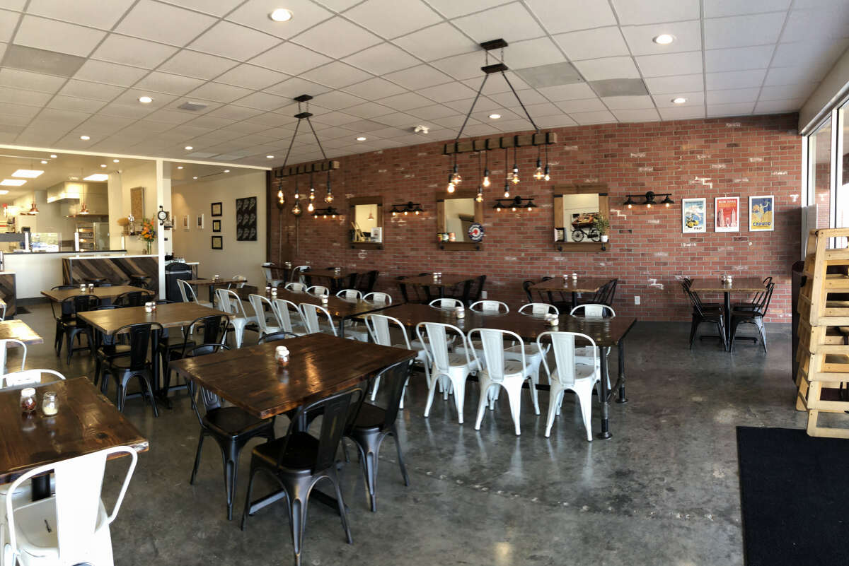 Pizaro's Pizza Katy Freeway is 2,500 square-feet.