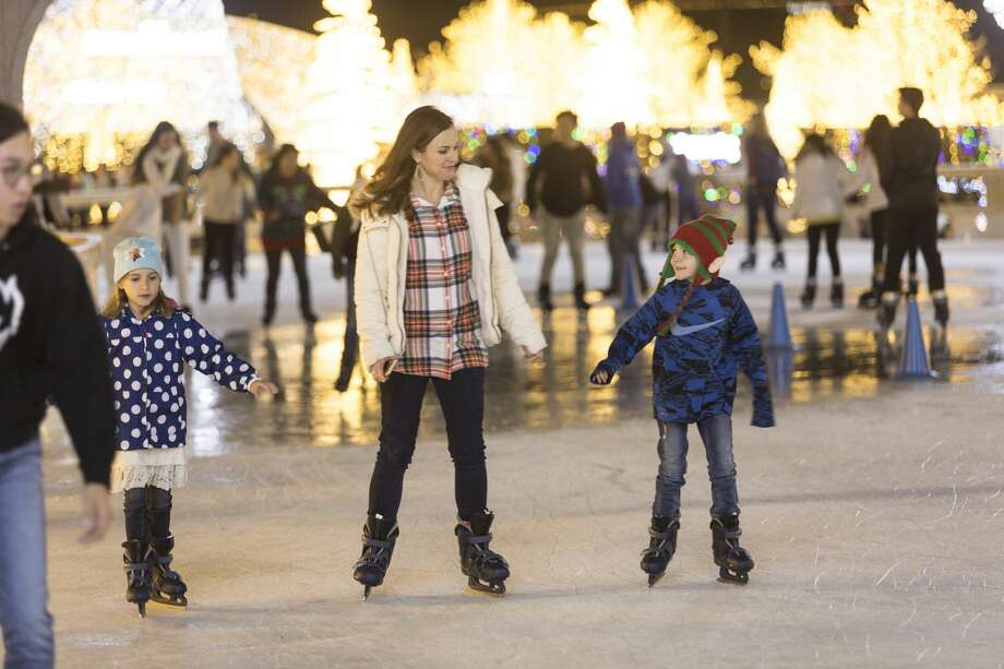 Enchant Christmas Seattle.Your Chance To Ice Skate Around Safeco Field Is Coming