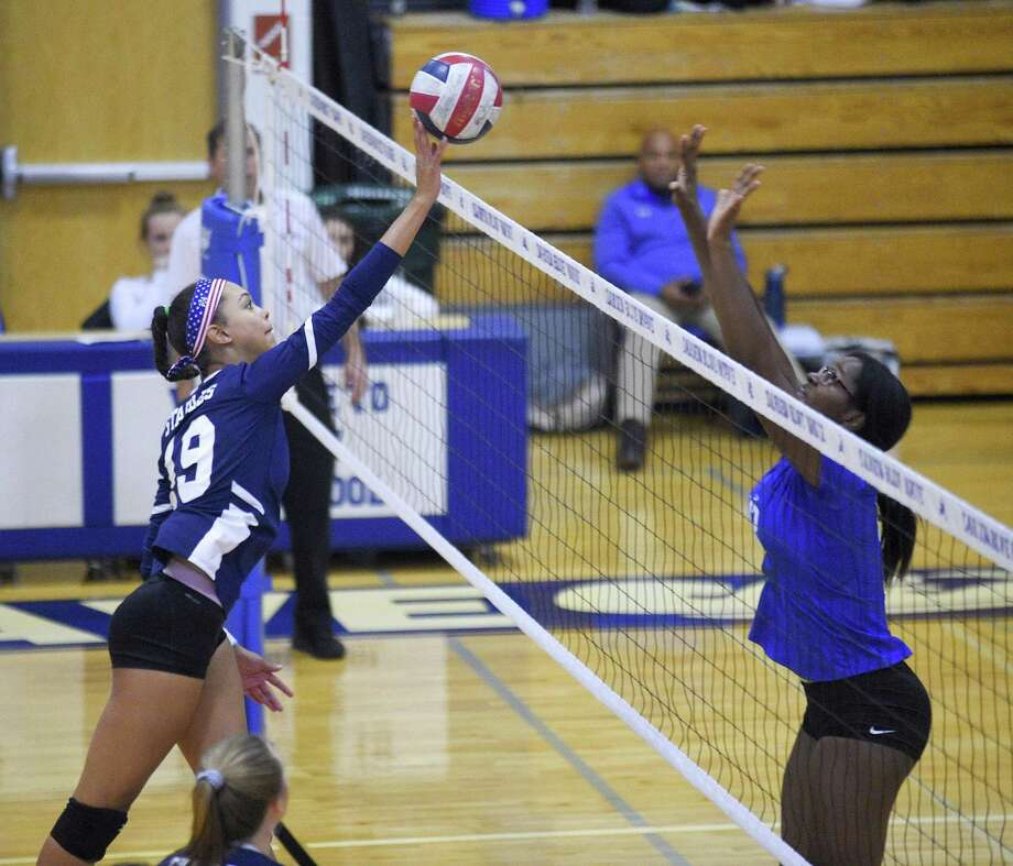 Staples Isabella Jagenberg (19) finger taps the ball as Darien Hassana Arbubakrr (12) defends in an FCIAC girls volleyball match in Darien, Connecticut., Wednesday, Oct. 17, 2018. Photo: Matthew Brown / Hearst Connecticut Media / Stamford Advocate