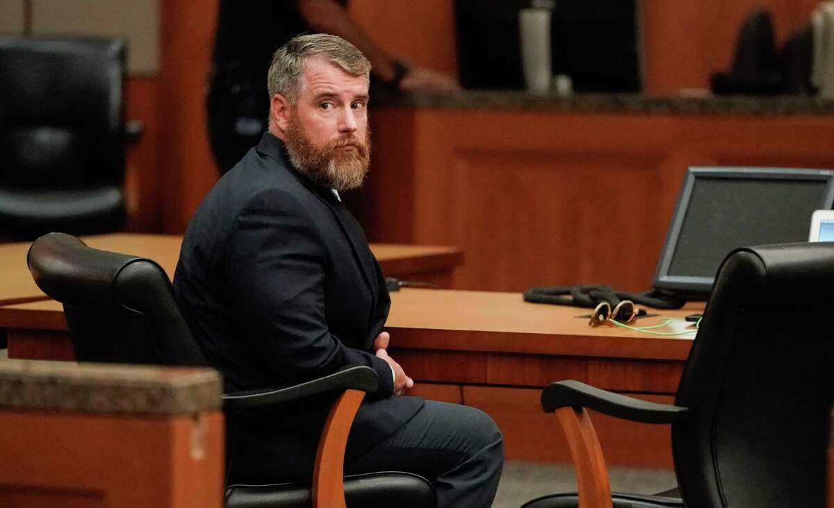 Terry Thompson is shown in the court while attorneys talks as a mistrial was declared for Terry Thompson, who was accused of fatally choking John Hernandez, shown Saturday, June 23, 2018. Terry Thompson was charged with murder in the chokehold death of John Hernandez at a Denny's in May 2017. His wife, Chauna Thompson, who was then a Harris County Sheriff's deputy, is also charged with murder, accused of helping to hold Hernandez down. ( Melissa Phillip / Houston Chronicle )